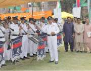 لاہور: یوم دفاع کے حوالے سے ٹاؤن ہال میں منعقدہ تقریب میں پنجاب پولیس ..