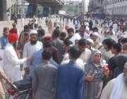 لاہور: تحریک لبیک یا رسول اللہ کے داتا دربار کے سامنے دھرنے کے باعث ..