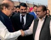 اسلام آباد: سابق وزیر اعظم نوازشریف احتساب عدالت پیشی کے موقع پر کارکنوں ..