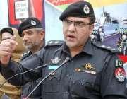 پشاور: ایس ایس پی ٹریفک یاسر آفریدی ٹریفک ہیڈ کوارٹر میں پریس کانفرنس ..