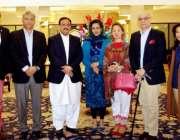 اسلام آباد: وزیر اعلیٰ پنجاب سردار عثمان بزدار کے ہمراہ سینئر صحافیوں ..