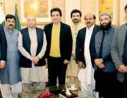 لاہور: گورنر پنجاب چوہدری محمد سرور کے ہمراہ تحریک انصاف سنٹرل پنجاب ..