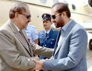 کوئٹہ: صدر مملکت ممنون حسین کا کوئٹہ پہنچنے پر وزیراعلیٰ بلوچستان میر ..