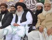 راولپنڈی: لیاقت باغ میں منعقدہ تاجدار ختم نبوت کانفرنس کے دوران علامہ ..