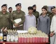 اٹک: تھانہ حسن ابدال کی کاروائی میں پکڑے گئے ملزمان اور شراب میڈیا کو ..