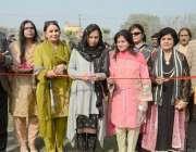 لاہور: گورنر پنجاب کی اہلیہ بیگم پروین سرور گورنمنٹ ڈگری کالج فار ویمن ..