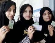 راولپنڈی: عام انتخابات 2018  کے موقع پرووٹ کاسٹ کرنے کے لیے آنیوالی ووٹرز ..