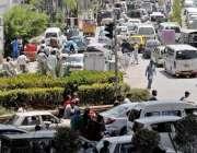 راولپنڈی: ٹریفک پولیس اہلکار کی غیر موجودگی کے باعث مریڑ چوک میں ٹریفک ..