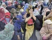 لاہور: ڈینگی ملازمین اپنے مطالبات کے حق میں سول سیکرٹریٹ کے باہر احتجاج ..