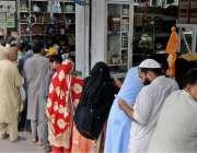 راولپنڈی: عید قربان کی تیاریوں میں مصروف شہری مصالہ جات خرید رہے ہیں۔
