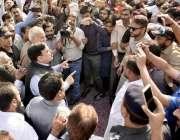 لاہور: وفاقی زیر ریلوے شیخ رشید احمد ریلوے ہیڈ کوارٹر کے باہر احتجاج ..