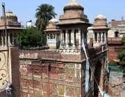لاہور: زیب النساء کے تاریخی مقبرہ کے بچھلے دروازے کا منظر۔