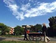 اسلام آباد: وفاقی دارالحکومت میں ریڑھی بان پھیری لگا کر سبزی فروخت ..