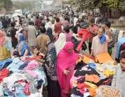 لاہور: موسم سرما کی آمد پر شہریوں کی بڑی تعداد لنڈا بازار میں گرم ملبوسات ..