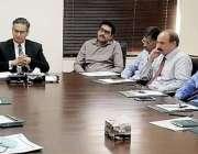 لاہور: سیکرٹری سپیشلائزڈ ہیلتھ کیئر اینڈ میڈیکل ایجوکیشن ثاقب ظفر ..