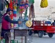 گلگت: دکاندار گاہکوں کو متوجہ کرنے کے لیے پراٹھے بنا رہا ہے۔