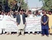 لاڑکانہ: پاکستان تحریک انصاف کی جانب سے کراچی میں اساتذہ پر تشدد کے ..