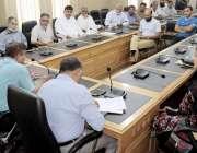 لاہور: ڈائریکٹر سپورٹس محمد حفیظ بھٹی پنجاب کے تمام کوچز کے اجلاس کی ..