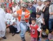 لاہور: اورنج لائن میٹرو ٹرین کی آزمائشی سروس کے افتتاح کے موقع پر لیگی ..