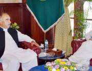 پشاور: گورنر خیبر پختونخوا سے جنرل منیجر سوئی نادرن گیس پائپ لائن ارباب ..