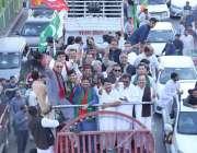 لاہور: تحریک انصاف کے زیر اہتمام یوم پاکستان کی مناسبت سے نکالی گئی ..