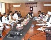 اسلام آباد: وزیر اعظم کے مشیر عرفان صدیقی ایک اجلاس کی صدارت کر رہے ..