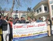 فیصل آباد: واسا ملازمین دوسرے روز بھی وفاقی وزیر مملکت عابد شیرعلی ..