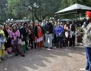 اسلام آباد: ترنجیت سنگھ پاکستان کے دورہ پر آئے سکھ یاتریوں کو بریفنگ ..