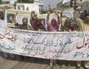 لاہور: ضلع اوکاڑہ کے رہائشی بچی کی بازیابی کے لیے پریس کلب کے باہر احتجاج ..