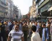 لاہور: شاہ عالم مارکیٹ میں تجاوزات کیخلاف آپریشن کے موقع پر تاجروں ..
