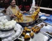 راولپنڈی: سرد ترین موسم میں سوپ کی مانگ ے میں اضافے کے باعث ایک کاریگر ..