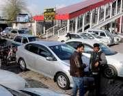 راولپنڈی: مریڑ چوک میٹرو سٹاپ پر شوروم مافیہ نے قبصہ جمار کھا ہے جس ..