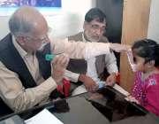 راولپنڈی: ڈھوک انور میں واقع میڈیکل ڈسپنسری میں آنکھوں کا فری معائنہ ..