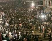 لاہور: عاشورہ محرم کے موقع پر عزاداروں کی ایک بڑی تعداد مرکزی جلوس میں ..