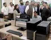 لاہور: ڈی جی پی آر شاہد اقبال، مشیر وزیراعلیٰ برائے اطلاعات ملک احمد ..
