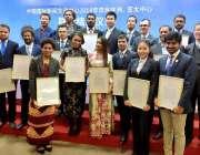 بیجنگ:چین میں دو پاکستانی صحافیوں کا تربیت مکمل کرنے کے موقع پر دیگر ..