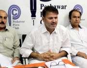 پشاور: ایف ڈی ایم کے برطرف ملازمین ملازمت کی بحالی کے حوالے سے پریس ..