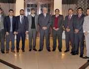 لاہور: صوبائی وزیر ملک ندیم کامران کے ہمراہ محکمہ پی اینڈ ڈی کی اکانومسٹ ..