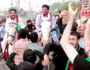 لاہور: تحریک انصاف کے حلقہ این اے127سے امیدوار جمشید اقبال چیمہ گھوڑے ..