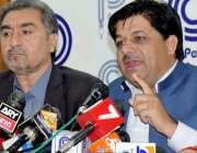 پشاور: پیپلز پارٹی کے صوبائی جنرل سیکرٹری گوہر انقلابی پریس کانفرنس ..