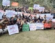 لاہور: ایک ملٹی نیشنل کمپنی کے ملازمین اپنے مطالبات کے حق میں احتجاج ..