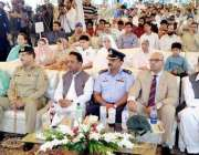 لاہور: یوم دفاع پاکستان کے حوالے سے ٹاؤن ہال میں منعقدہ تقریب میں کمشنر ..