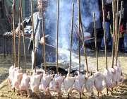 اسلام آباد: لوک ورثہ میں لوک میلہ2018کے موقع پر دکاندار فروخت کے لیے سجی ..