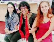 کراچی: انٹر نیشنل یوگا کینڈیل ڈانس ماسٹر امجد رانا کا رشین فنکاروں ..