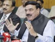 لاہور: وفاقی وزیر ریلویز شیخ رشید احمد ریلوے ہیڈ کوارٹر میں پریس کانفرنس ..