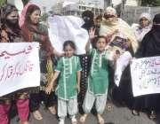 لاہور: فیض پور کے رہائشی اپنے مطالبات کے حق میں پریس کلب کے باہر احتجاج ..