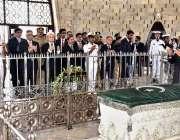 کراچی: نگران وزیراعظم جسٹس (ر) ناصر الملک مزار قائد پر حاضری کے بعد پر ..