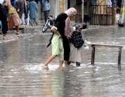 راولپنڈی: امام باڑہ چوک کی گلی میں ناقص سیوریج سسٹم کے باعث بارش کا ..