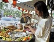 اسلام آباد: وفاقی دارالحکومت میں دکاندار فروخت کے لیے دہی بھلے بنا ..