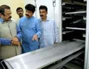 فیصل آباد: صوبائی وزیر قانون رانا ثناء اللہ خان کو ماڈل قبرستان کی افتتاحی ..